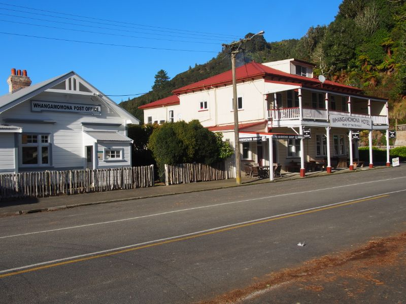 'jack Or Jill  Of All Trades' In And Around Remote Hotel